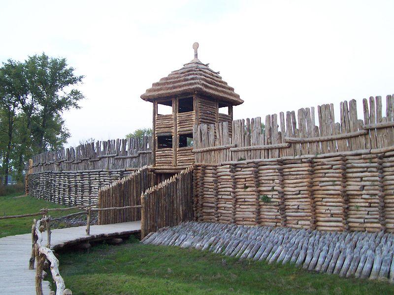 Brama wjazdowa do Biskupina #zostańwdomu i zwiedzaj polskie muzea.