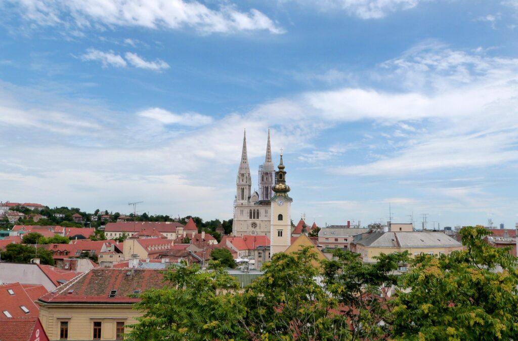 Neogotycka Katedra Wniebowzięcia NMP w Zagrzebiu. Jej wieże są symbolem miasta.
