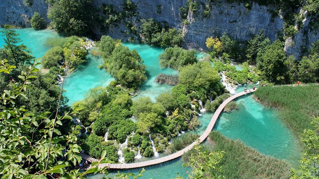 Park Narodowy Jezior Plitwickich należy do jednej z najważniejszych bałkańskich atrakcji - jedna z malowniczych tras.