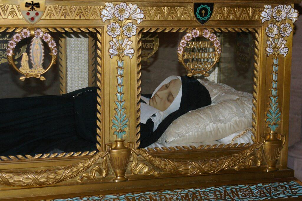 Ciało św. Berdnatety niedotknięte rozkładem jest wystawione w klasztorze Nevers