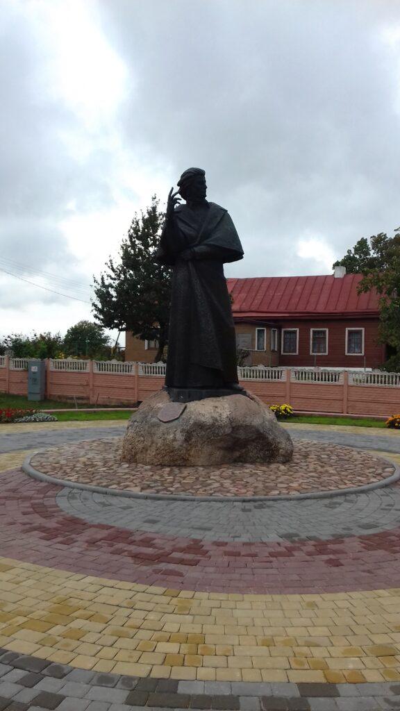 pomnik Adama Mickiewicza w Nowogródku na Białorusi
