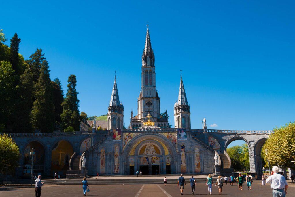 Sanktuarium w Lourdes - lecznica Pana Boga