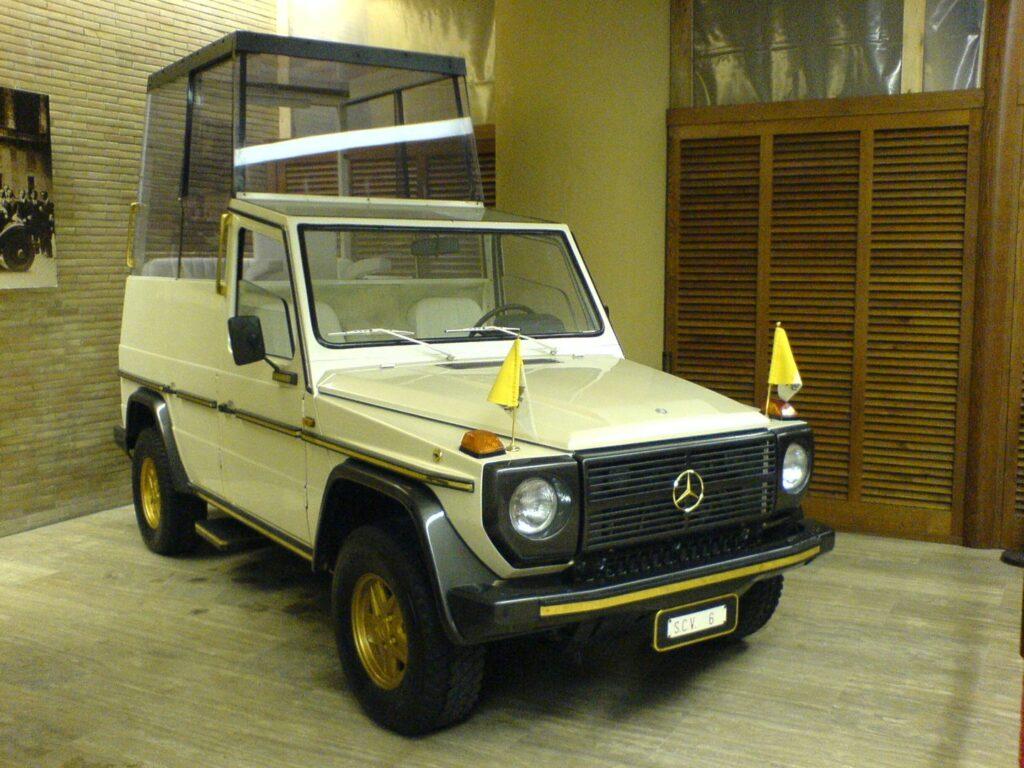 Mercedes klasy G - jeden z chętniej używanych papamobile w historii