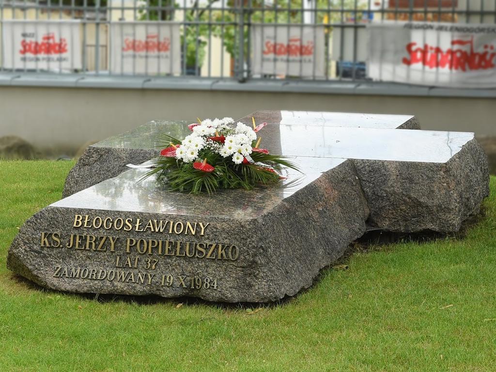 Ksiądz Jerzy Popiełuszko został pochowany w Warszawie przy parafii pw. św. Stanisława Kostki