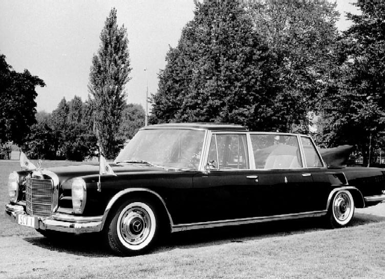 Jakim autem jeździ papież Paweł VI - Mercedes 600 Pullman-Laundaulet