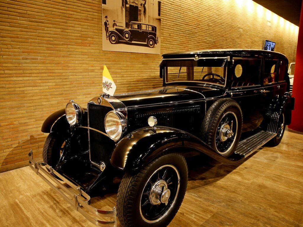 jakim autem jeździ Pius XI - czarny Mercedes 460 Nurnburg z 1930 roku