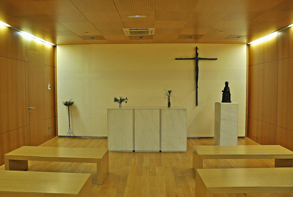 Kaplice lotniskowe na świecie - kaplica katolicka na lotnisku El Prat w Barcelonie